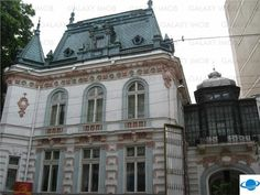 Vanzare Palat Monument Istoric si de Arhitectura Imobilul este construit la sfarsitul secolului XIX de catre un arhitect francez, fiind o cladire deosebita cu arhitectura de exceptie, in stil Baroc ( linii curbe, decoratie bogata, intensitate si mesaj direct ), cu o structura cu spatii interioare bine definite, generoase si bine proportionate, cu decoruri interioare deosebite: statui, vitralii, picturi murale, frontoane, usi din lemn sculptate, marmura de Carara, candelabre Bohemia