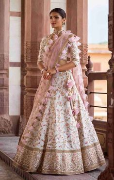 61 Fur, Feather and Ruffles. Indian Bridal Outfits, Indian Bridal Lehenga, Indian Designer Outfits, Indian Gowns Dresses, Bridal Dresses, Party Wear Indian Dresses, Wedding Lehnga, Wedding Wear, Designer Bridal Lehenga
