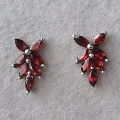 Pretty Vintage Garnet Sterling Silver Stud Pierced FLOWER Earrings