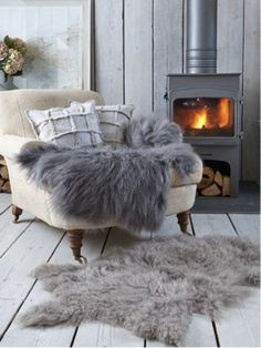 The Danish trend of Hygge is not just for cozy fall and winter decor. Here are some easy tips for creating a summer Hygge home. Hygge Home, Winter Living Room, Home And Living, Living Rooms, Cozy Living, Winter Bedroom, Nordic Living, Living Area