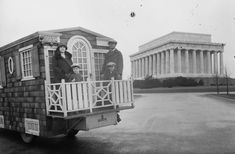 Mobile homes often look blocky and sterile, but these wooden houses look like gingerbread Victorian houses on wheels. Check out how people have hammered and sawed their own homes onto cars. Library Of Congress Photos, Pop Up Trailer, Build A Camper, Mobile Living, Second Hand Furniture, Vintage Rv, Holiday Park, Floating House, Tiny House Design