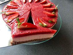 Nepečený jahodový dort s tvarohem bez cukru a mouky Panna Cotta, Food And Drink, Strawberry, Treats, Fruit, Ethnic Recipes, Sweet, Bakken, Sweet Like Candy