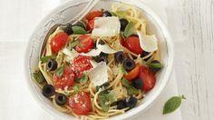 Rezept: Pasta mit Kirschtomaten, Oliven und Parmesan