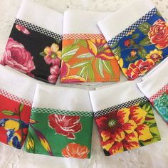 Beautiful dishcloths with bar in chitão. Dish Towels, Tea Towels, Flour Sack Towels, Christmas Sewing, Burp Cloths, Kitchen Towels, Table Linens, Hand Embroidery, Sewing Projects