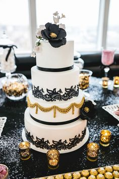 black white and gold wedding cake beatrici photography