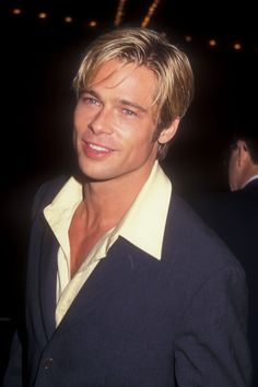 Pin for Later: 52 Years of Epic Brad Pitt Hotness He was looking California cool at the LA premiere of Seven Years in Tibet in October Angelina Jolie, Brad And Angelina, Jennifer Aniston, Pretty Men, Pretty Boys, Junger Brad Pitt, Bradd Pitt, Seven Years In Tibet, Kris Kristofferson