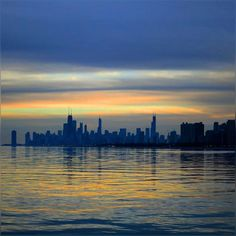 such a sweet evening to be by the lake side ... we need these mild evenings more often in our lives :) #Lovely#Evening #Chicago #Uptown#LakeMichigan #LakeFront #Beautiful #Colors #Painting #Pretty #Skies#Reflection #Shades #Happiness #Peace#Relaxing #Sunset #HappySaturday #HappyWeekend