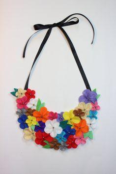Collar babero de flores de fieltro por MagiayEfecto en Etsy