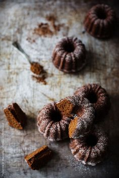 Mini bundt cakes with cocoa powder and white pepper