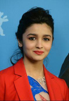 Indian Bollywood, Bollywood Stars, Bollywood Actress, Beautiful Indian Actress, Beautiful Actresses, Alia Bhatt Varun Dhawan, Alia Bhatt Photoshoot, Aalia Bhatt, Alia Bhatt Cute