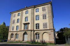 Noah's ark - Noakin arkki on Suomenlinnan suurin asuinrakennus,ruotsalaiselta kaudelta ja se on myös Suomen ensimmäinen asuinkerrostalo. Arkkitehtuurissa on havaittavissa vaikutteita Carl Hårlemanilta ja suunnitteluun ovat osallistuneet Jean Eric Rehn ja A. E. Gete.Rakennus korotettiin nelikerroksiseksi 1780-luvulla.  Photo: MKFI