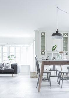 All white kitchen White Ikea Kitchen, Modern Stoves, Modern Windows, Simple Interior, Display Homes, White Rooms, Modern Kitchen Design, Interior Inspiration, Living Spaces