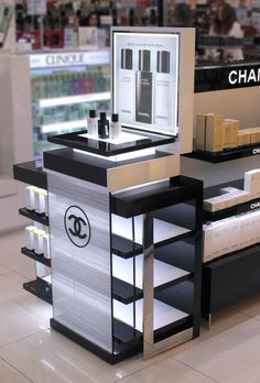 Display ideas on vanity table counter display, display shelves, pos display Shop Display Stands, Pos Display, Counter Display, Display Design, Display Shelves, Store Design, Display Ideas, Product Display, Makeup Display