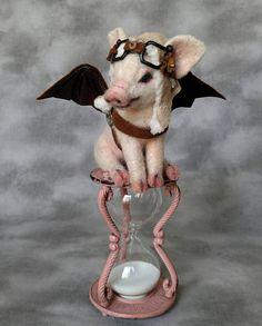 Streampunk Wanneer varkens Fly A test van Timme ca. 8 hoog totaal met een 4-vintage gegoten metalen roze noodlijdende uur glas zand timer. ongeveer 4 Knorretje Elk is een een van een soort alpaca vezel naald vilten wit varken met aangepaste geverfd voeten en snuit. zwarte parel glasogen,