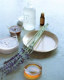 DIY Fall Facial recipe A soothing and moisturizing facial. An at-home treatment designed by a leading holistic skin-care expert offers the perfect recipe for a healthy glow -- and inner calm including lavender essential oil 3 Beauty Secrets, Diy Beauty, Beauty Hacks, Beauty Tips, Homemade Beauty Recipes, Homemade Beauty Products, Homemade Facials, Diy Spa, Tips Belleza