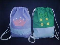 mochila infantil    pedido mínimo de 12 unidades    tamanho 35 x 25 cm    obs: preço referente a unidade R$ 12,00
