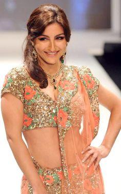 Soha Ali khan at India International Jewellery Week