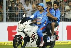 Rajdoot to Hellcat, know all about biker boy MS Dhoni's hot wheels! India Cricket Team, Cricket Sport, Cricket Wallpapers, Latest Hd Wallpapers, Iphone Wallpapers, Ms Doni, Ms Dhoni Photos, History Of Cricket, Cricket Update