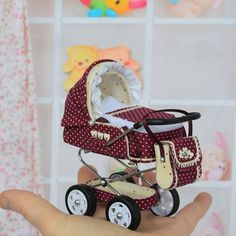 Miniature Baby Carriage Stroller scale/ Miniature for doll house/ Miniature collection/ Stroller for Dolls Dollhouse Toys, Dollhouse Miniatures, Strollers For Dolls, Diy Cardboard Furniture, Baby Prams, Baby Girl Dolls, Baby Supplies, Tiny Dolls, Baby Carriage