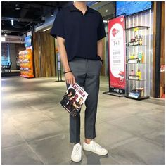 Stylish Mens Outfits, Casual Outfits, Men Casual, Ankle Pants Outfit, Uniqlo Style, Asian Men Fashion, Outfits Hombre, Mens Clothing Styles, Boys