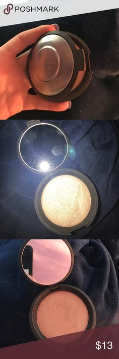 BECCA cosmetics highlighter becca highlighter in champagne pop!! Barely used and cleaned :). Doesn't come with original packaging and is beautiful on the skin. BECCA Makeup Luminizer