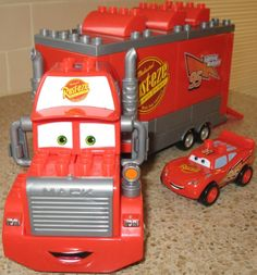 How fun is this Mega Bloks Disney Pixar Cars Set 7769 Mack & Lightning McQueen building set? #megabloks #disneycars