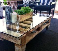 meuble-en-palette-chaises-noire-glace-plantes-vertes-