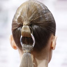 La queue-de-cheval illusionniste chez Dior