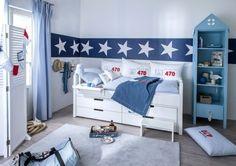 Kinderzimmer für Jungs-Bett mit Bettkasten-Wanddeko -Sterne-Reihe