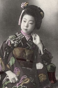 Portrait. Hand-colored photo, about 1900, Japan. Photographer unknown