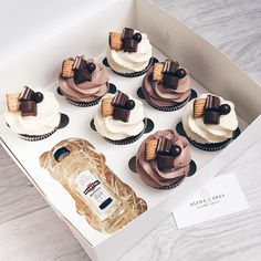 Cupcakes birthday mini 19 Ideas for 2019 Fancy Cupcakes, Holiday Cupcakes, Fondant Cupcakes, Yummy Cupcakes, Birthday Cupcakes, Chocolate Cupcakes, Cupcake Cakes, Pastry And Bakery, Pastry Cake
