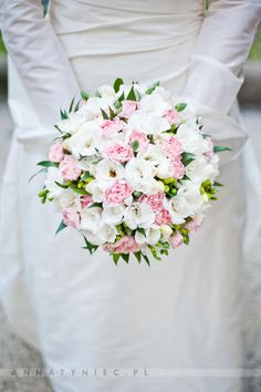 white pink bouquet wedding
