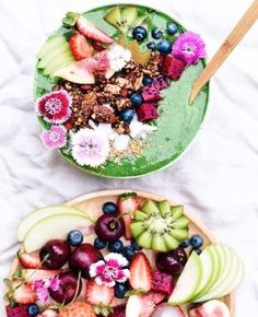 Mid-day craving? Have a bowl! Today's schedule: 5.15pm-6.30pm Hot VINYASA FLOW with Jackie  & 7.45pm Hot YIN with Rachel  #socalhotyoga #healthy #lifestyle #matchabowl #vegan #foodie #nature #goodness #feedyoursoul