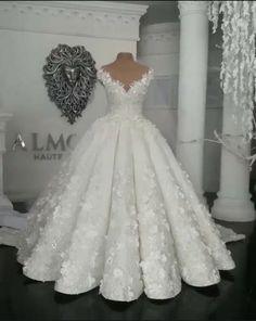 Svatební šaty * bílé s vyšívanou krajkou a zdobené perličkami.