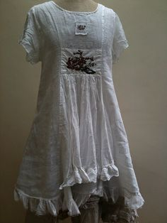 I really like the hemline on this tunic. But I think when I make it, I will lose the little square of fabric on the bust.