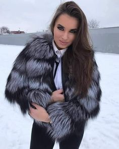 Fluffy Coat, Fox Fur Coat, Fur Coats, Fur Wrap, Outfit Of The Day, Glamour, Long Hair Styles, Womens Fashion, Clothes