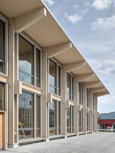 Zimmern im Holzbau - Schweizer Ausbildungszentrum von Peter Moor Architekten