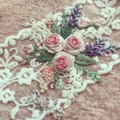Getting to Know Brazilian Embroidery - Embroidery Patterns Brazilian Embroidery Stitches, Types Of Embroidery, Learn Embroidery, Rose Embroidery, Embroidery Patterns, Embroidery Online, Embroidery Supplies, Hardanger Embroidery, Art Textile