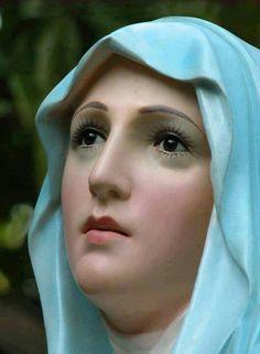 María, ponte como sello sobre mi corazón, y que en él brille con eterna luz vuestro dulcísimo Nombre, grabado con el fuego del amor por Jesús.