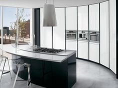 Black and White Kitchen with Curved Island – ElektraVetro White by Ernestomeda | DigsDigs