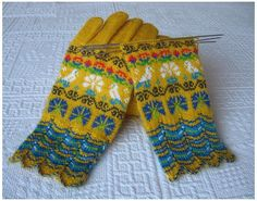 Oh boy! I HAD to repin these from Alleraa's board - some STUNNING Muhu-inspired gloves by Mimmi Käsitööd! (I get passionate about mustard..)