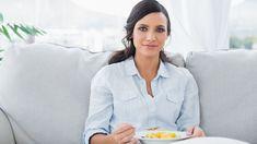 Nevíte, co je quinoa, bulgur a co se dělá z adzuki? Přinášíme vám nový seriál: Škola vaření ze zdravých potravin. V prvním díle si připravíme chutná jídla z jáhel. Ke snídani, k obědu i k večeři! Quinoa, Fitness, Toms, Bulgur