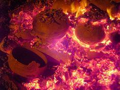 En estas cavidades se amotina la vida, bullen formas naciendo. ¿No las sientes pujar, surgir de súbito entre volutas, ondas concéntricas de asombro, rastros de chorreantes combustiones? Ice Cream, Landscape, History, Desserts, Food, Mud, Waves, Fire, No Churn Ice Cream