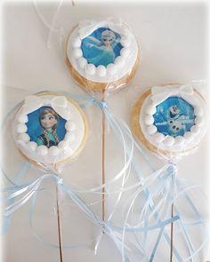 Meine frozen keks-lollis ������ Frozen cookie- pops  Bitmeyen frozen aski�� elsa anna olaf kurabiyelerim dogumgünü partisi icin �� uzun saglikli yillara insallah prenses  #birthdaycake #birthday #geburtstagstorte #fondantcookies #kurabiye #mevlüt #fondantkekse #fondanttorte  #piratentorte #piratecake #korsankurabiye #babyshower #baby #babygirl #babyboy #weddinggift #gastgeschenke #giveaway #cookies #photography #accessories #dress #geislingenandersteige #geislingentorten #elsa #anna #olaf…
