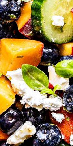 Blueberryb Peach Feta Salad Best Salad Recipes, Good Healthy Recipes, Skinny Recipes, Fruit Recipes, Brunch Recipes, Healthy Eats, Healthy Foods, Feta Salad, Salad Bar