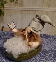 Sock Crafts, Cute Crafts, Christmas Elf, Christmas Crafts, Diy Arts And Crafts, Diy Crafts, Gnome Hat, Fantasy Figures, Gnome Ornaments