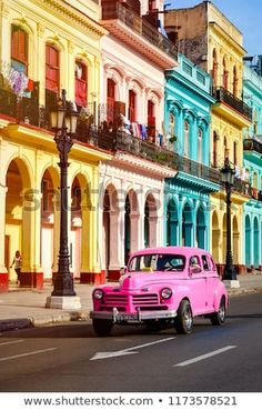Cuba : Safari photo à La Havane Through your lens, travel around Havana with a photographer to learn Machu Picchu, Bikini Bootcamp, Happy Playlist, Cuba Itinerary, Places To Travel, Travel Destinations, Cuba Street, Cuba Photography, Safari Photo