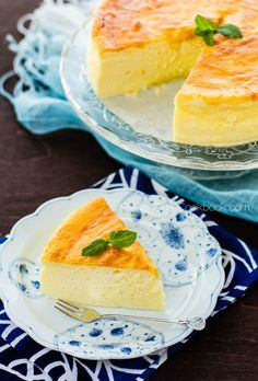 Light and fluffy, Japanese Cheesecake is a delicious gift for a real cheesecake lover. It's a melt-in-your-mouth combination of creamy cheesecake and airy soufflé. Asian Desserts, Just Desserts, Delicious Desserts, Dessert Recipes, Yummy Food, Health Desserts, Easy Japanese Recipes, Japanese Food, Asian Recipes