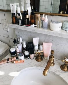 If you have a small bathroom in your home, don't be confuse to change to make it look larger. Not only small bathroom, but also the largest bathrooms have their problems and design flaws. Home Interior, Interior And Exterior, Interior Design, Ludlow Hotel, All Things Beauty, My New Room, Small Bathroom, Bathrooms, Bathroom Marble