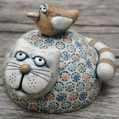 Clay or rock Pottery Angels, Polymer Clay Cat, Paper Mache Animals, Clay Cats, Ceramic Workshop, Chicken Art, Cute Clay, Ceramic Animals, Pottery Designs